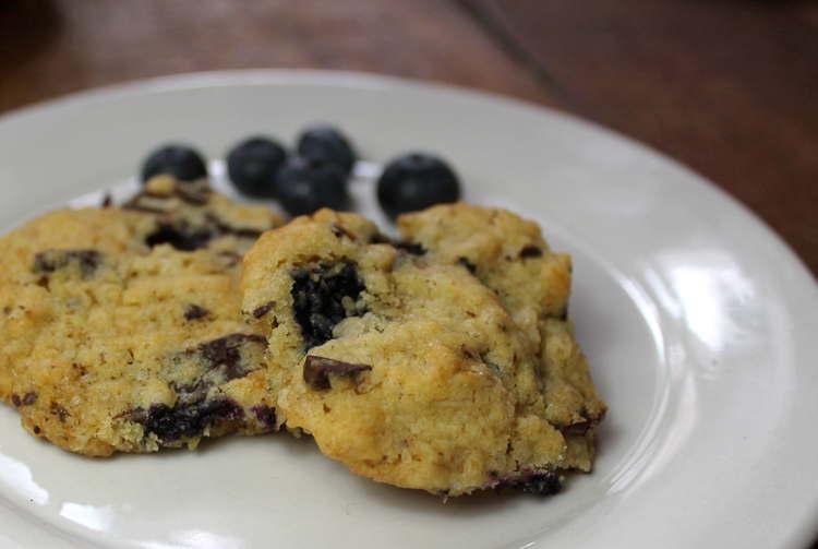 1407774630_blueberrychoccookie