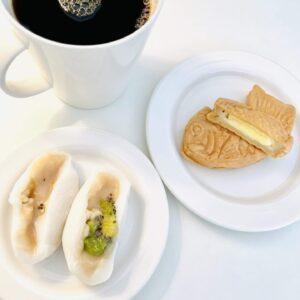 ごろっとキウイフルーツとクリームたい焼きカスタードとコーヒー