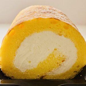 7プレミアム ふんわり手巻きのロールケーキの断面、クリームのアップ