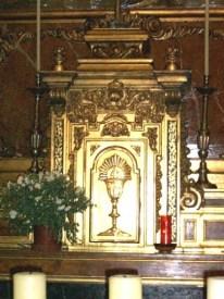 Aprender a rezar mirando al Sagrario