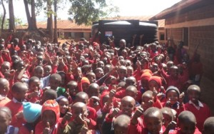 kids Githungungu primary school they received the water tank COM