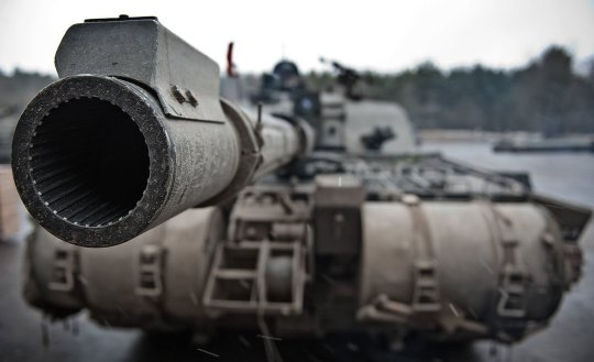 Challenger 2 main battle tank by Cpl Ross Fernie RLC - Defence Imagery. Licensed under OGL via Wikimedia Commons.