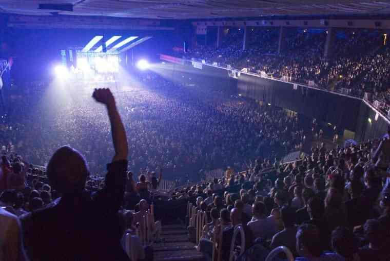 concert_crowd_2