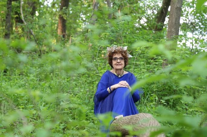 goddess-gloria-in-meadow