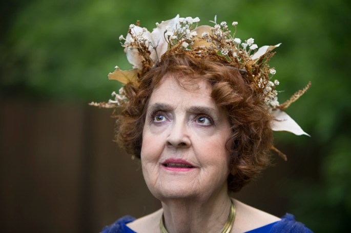 goddess-gloria-radiating