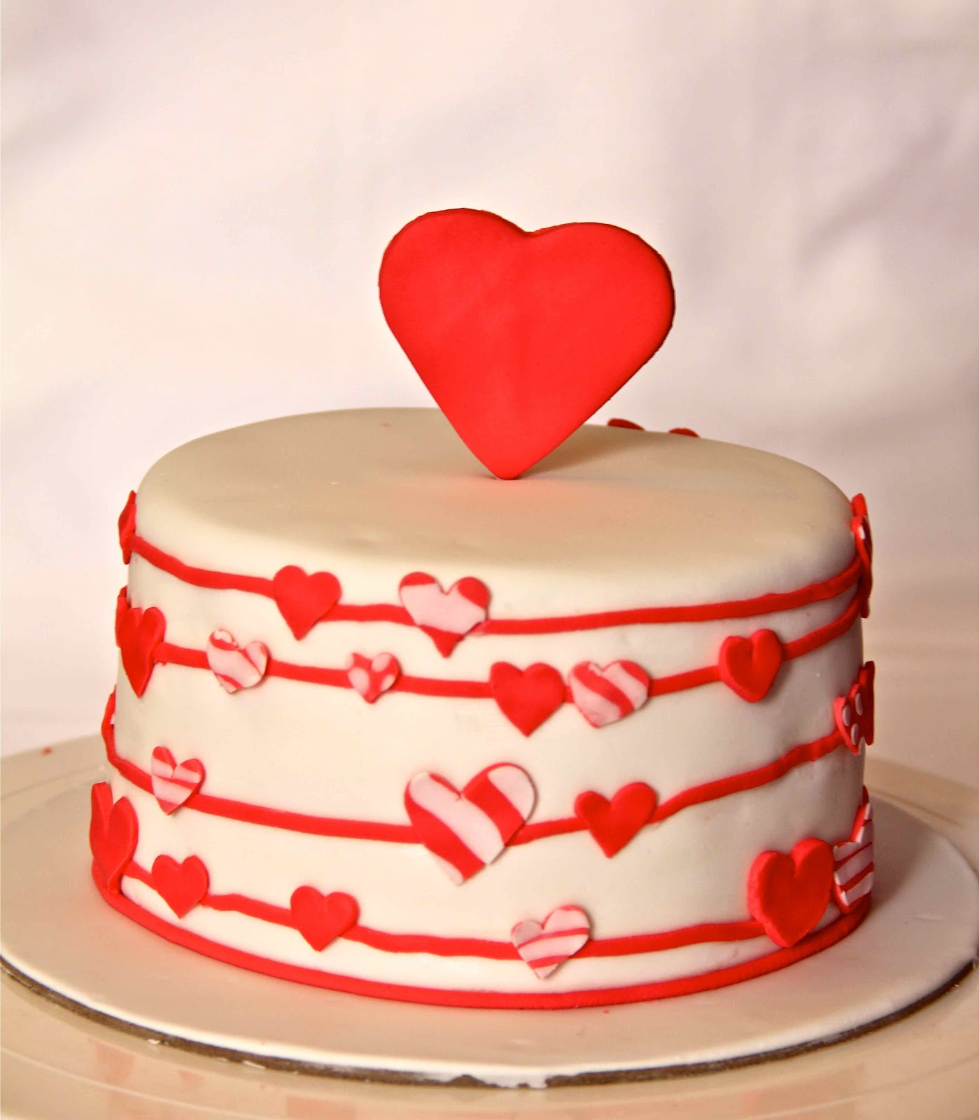 Bake Your Heart With These Lovely Valentine Cake
