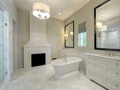 Astonishing and cozy bathrooms design ideas with fireplace 36