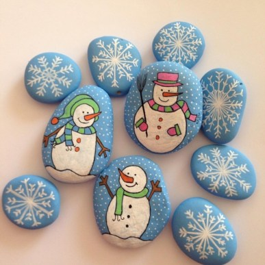Beautiful christmas rock painting ideas (1)