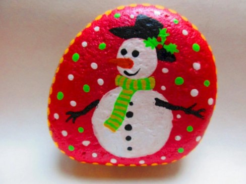 Beautiful christmas rock painting ideas (10)