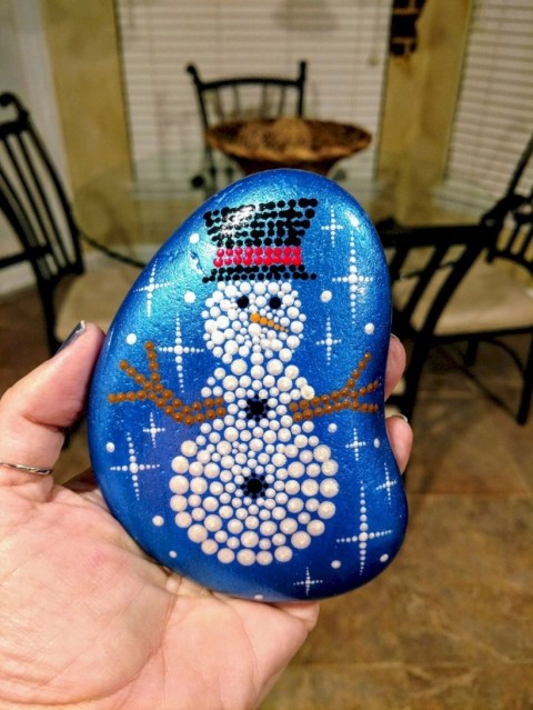 Beautiful christmas rock painting ideas (14)