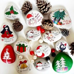 Beautiful christmas rock painting ideas (22)