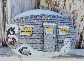 Beautiful christmas rock painting ideas (23)