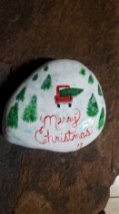 Beautiful christmas rock painting ideas (24)