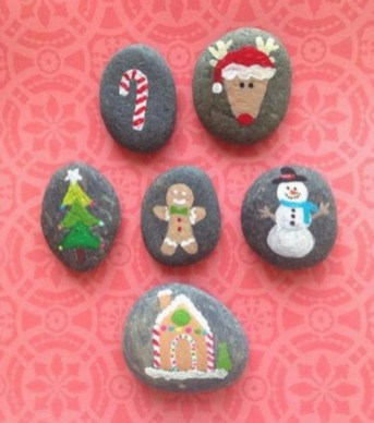 Beautiful christmas rock painting ideas (27)