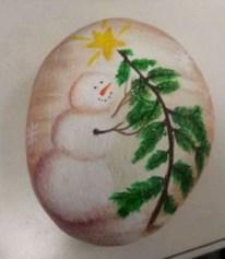 Beautiful christmas rock painting ideas (7)
