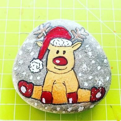 Diy cristmas painted rock design 06
