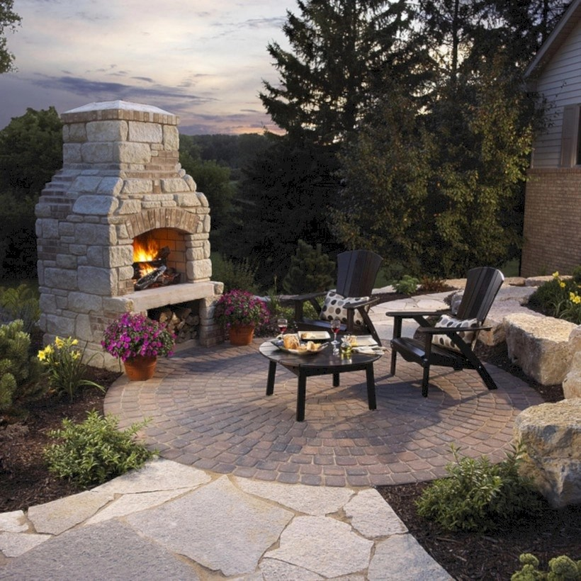 37 DIY Outdoor Fireplace and Fire pit Ideas - GODIYGO.COM on Small Outdoor Fireplace Ideas id=70610
