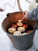 Ideas to decorate your space with candles for christmas 28