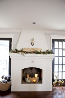 Ideas to decorate your space with candles for christmas 41