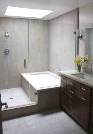 Small bathroom with bathtub ideas 34