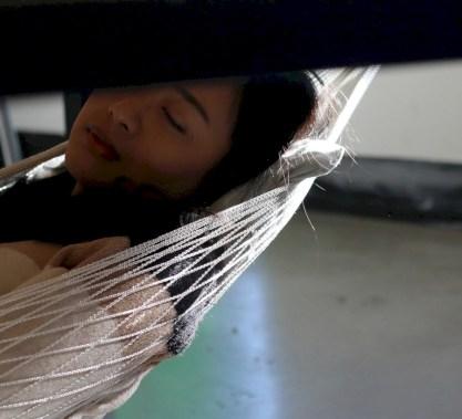 Unique hammock to take a nap (28)