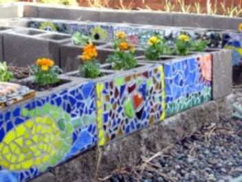 Ways to decorate your garden using cinder blocks 05