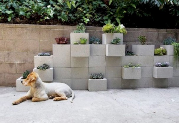 Ways to decorate your garden using cinder blocks 13