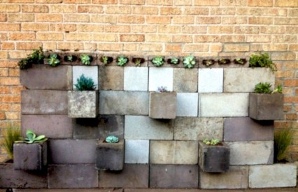 Ways to decorate your garden using cinder blocks 16