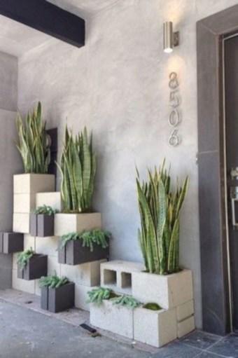 Ways to decorate your garden using cinder blocks 17