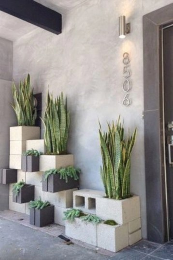 Ways to decorate your garden using cinder blocks 17