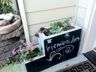 Ways to decorate your garden using cinder blocks 18