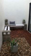 Ways to decorate your garden using cinder blocks 22