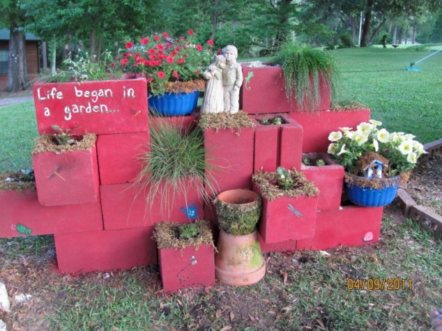 Ways to decorate your garden using cinder blocks 28