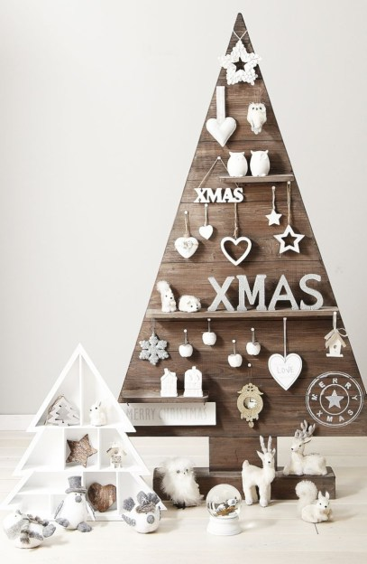 Ways to make your own christmas tree from pallet wood 10