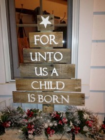 Ways to make your own christmas tree from pallet wood 14