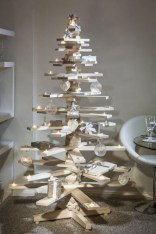 Ways to make your own christmas tree from pallet wood 22