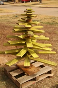 Ways to make your own christmas tree from pallet wood 24