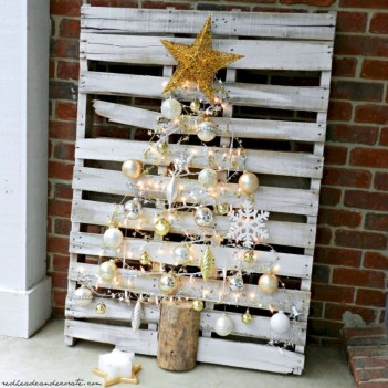 Ways to make your own christmas tree from pallet wood 29