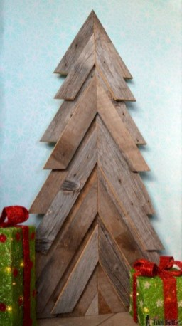 Ways to make your own christmas tree from pallet wood 34
