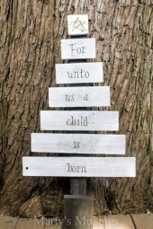 Ways to make your own christmas tree from pallet wood 35