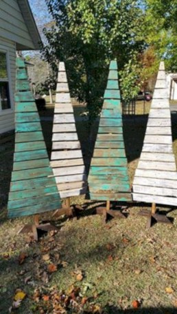 Ways to make your own christmas tree from pallet wood 37