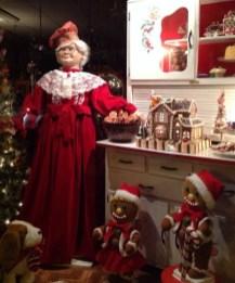 Adorable indoor animated christmas figures 35