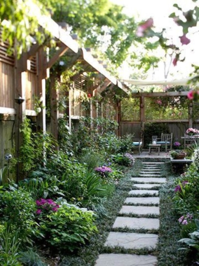 Landscaping ideas with a relaxing place at backyard