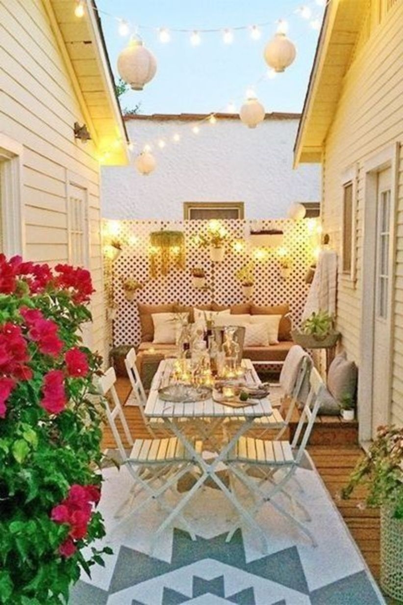 Modern Outdoor Patio Design With Light Ornament