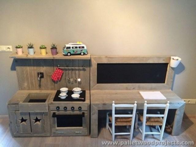 Pallet projects ideas for children desk