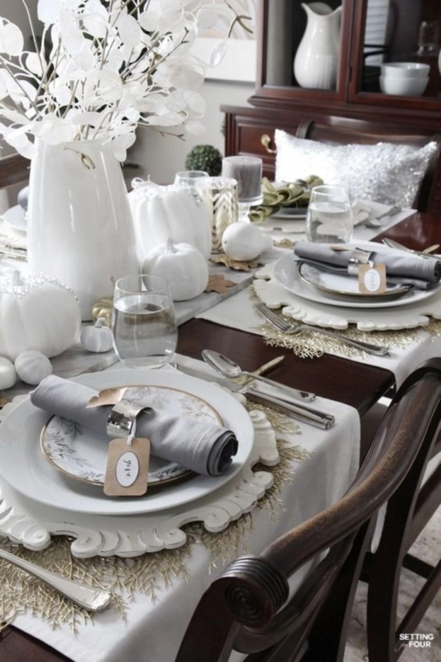 Set an elegant tablescapes for the holidays
