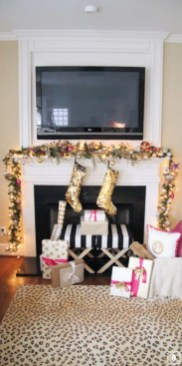 Ways to decorate fireplace for christmas 11