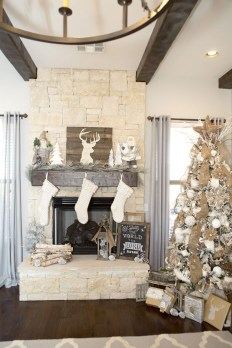 Ways to decorate fireplace for christmas 14