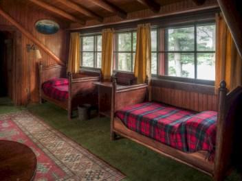 Creative log cabin themed bedroom for kids 20