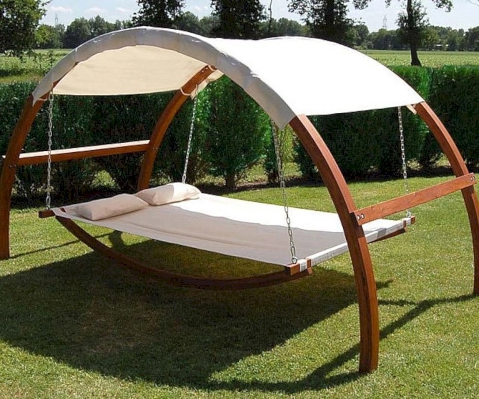 41 diy outdoor swing ideas for your garden godiygo com for Diy patio bed